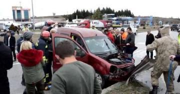 Havza'da Otomobil ile hafif ticari araç çarpıştı: 1 ölü, 7 yaralı